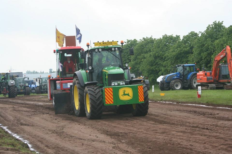 Inside Tractor Pulling : Scotlands tractor pulling page s